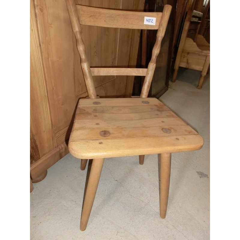 alter stuhl k chenstuhl holzstuhl brettstuhl antik h usla. Black Bedroom Furniture Sets. Home Design Ideas