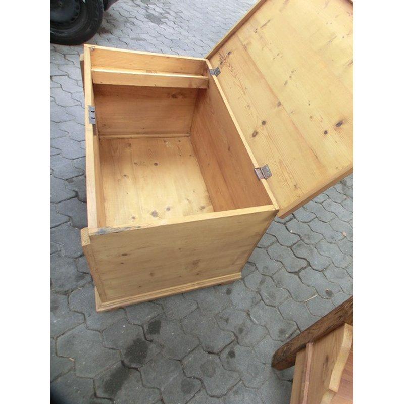 alte truhe holztruhe truhe fernsehtisch couchtisch weichholz a. Black Bedroom Furniture Sets. Home Design Ideas